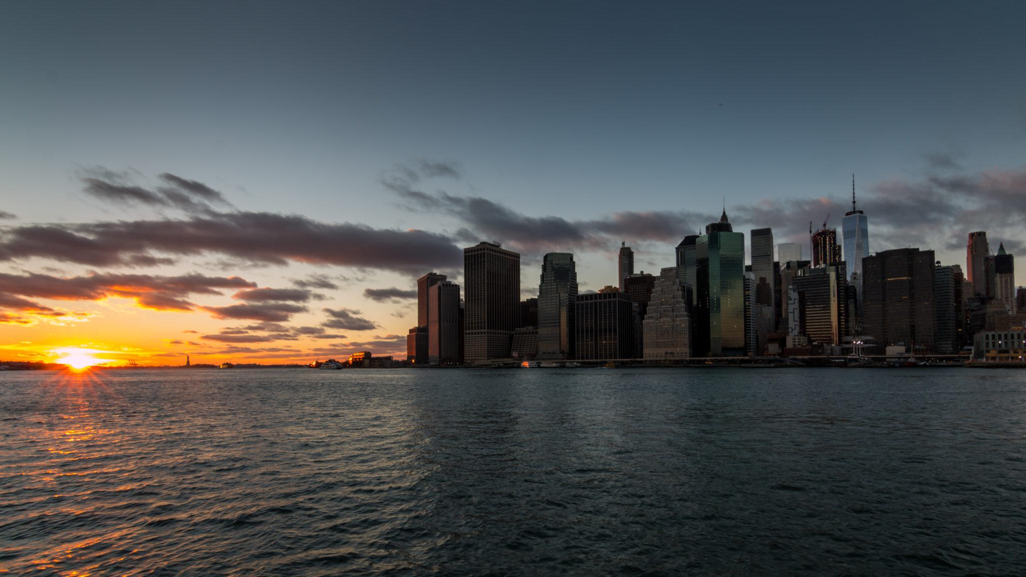 Sonnenuntergang vor Skyline